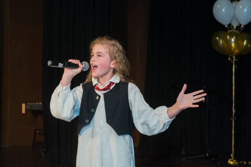 Tina Pezdirec, zmagovalka festivala